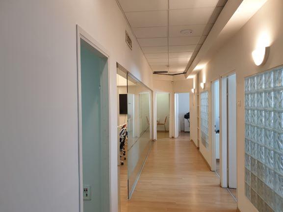 משרד להשכרה בבניין בוטיק נאה בהרצליה פיתוח, מסדרון