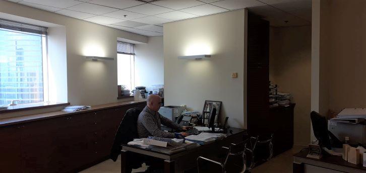 משרד בגימור פרימיום, ק' גבוהה, משה אביב, עמדת עבודה