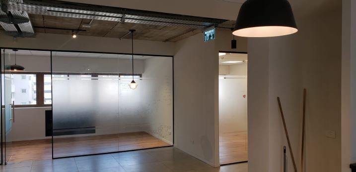 """660 מ""""ר משרד משובח להשכרה במרכז ת""""א, חדר ישיבות"""