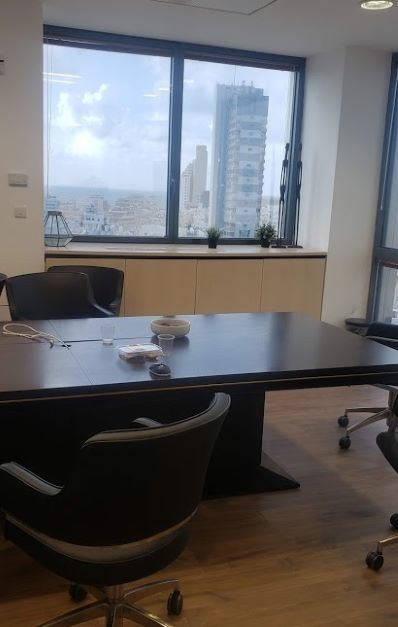 משרד במגדל על, ק' גבוהה, נוף לים,חדר עבודה