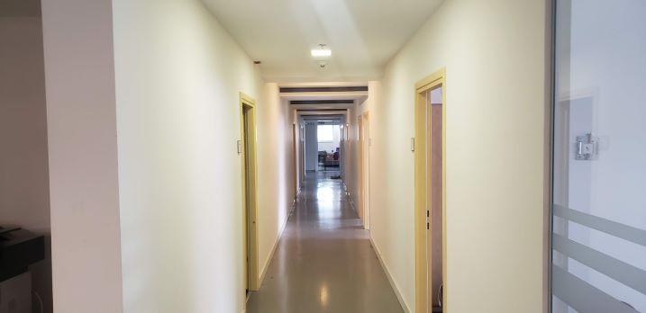 """908 מ""""ר משרד להשכרה גדול בנירים יד אליהו, מסדרון"""