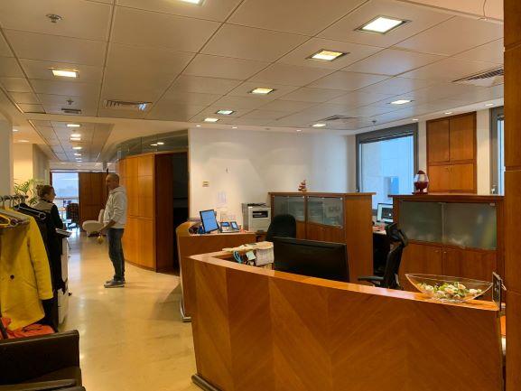 """520 מ""""ר+גלריה משרד להשכרה בגליס פ""""ת עמדות קבלה והמתנה"""