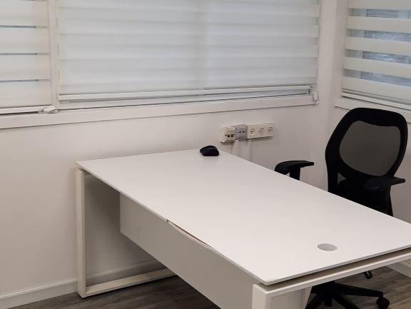 """133 מ""""ר משרדים מטופחים בכורזין גבעתיים, חדר עבודה"""