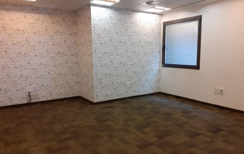 """380 מ""""ר משרד מהודר בנווה נאמן הוד השרון, חדר עבודה"""