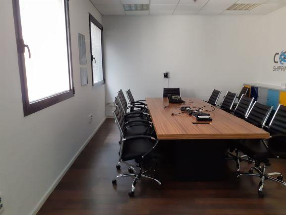 """860 מ""""ר משרד יפייפה בהוד השרון, חדר ישיבות"""