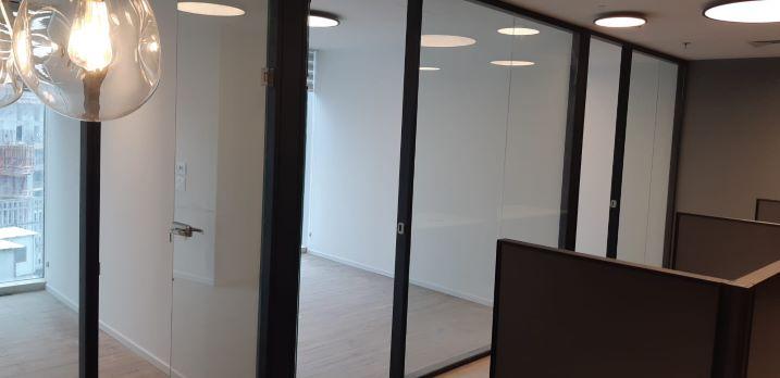 """159 מ""""ר משרד חדש במגדל We, זכוכיות, חדר מבחוץ,"""