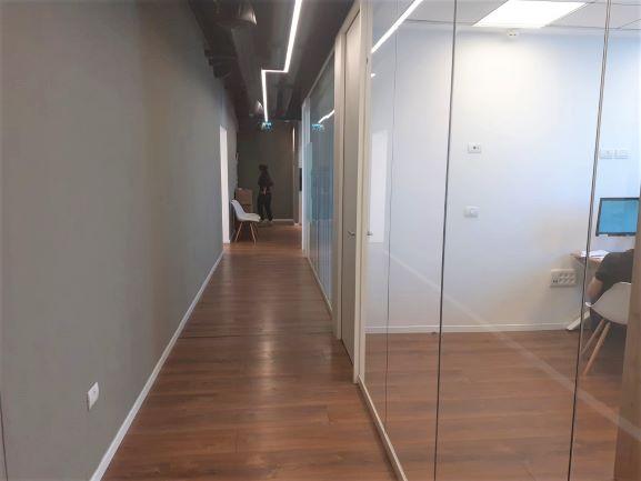 """180 מ""""ר משרדים מטופחים בבסר 4,מסדרון"""