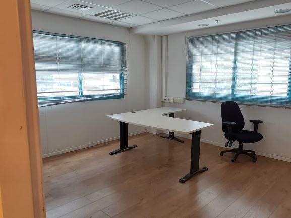 """250 מ""""ר משרד מטופח להשכרה בהוד השרון, חדר עבודה"""