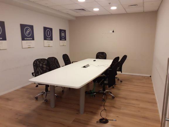 """400 מ""""ר משרד מטופח בהוד השרון, חדר ישיבות"""