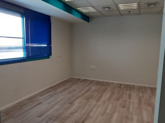 """150 מ""""ר משרד מעוצב בהוד השרון חדר עבודה"""