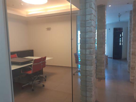 """315 מ""""ר משרד מעוצב אדריכלית בפארק אולימפיה, חדר ישיבות"""