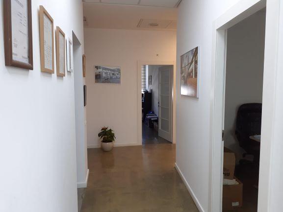 """185 מ""""ר משרד מטופח בקרית אריב, פ""""ת, מסדרון"""