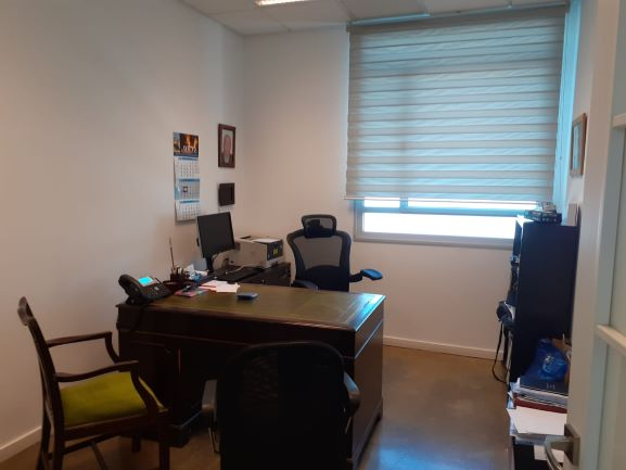 משרד למכירה בפארק אולימפיה קרית אריה, חדר עבודה