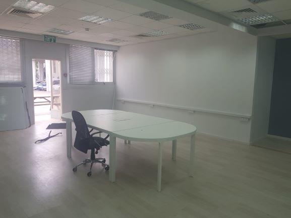 """217 מ""""ר משרד משופץ בחרושת רעננה, חדר עבודה"""