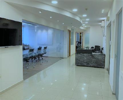 משרד מהודר במגדל על דיזינגוף, כניסה