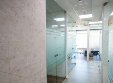 """300 מ""""ר משרדים במגדלי אלון בק' גבוהה, רמה גבוהה, מסדרון"""