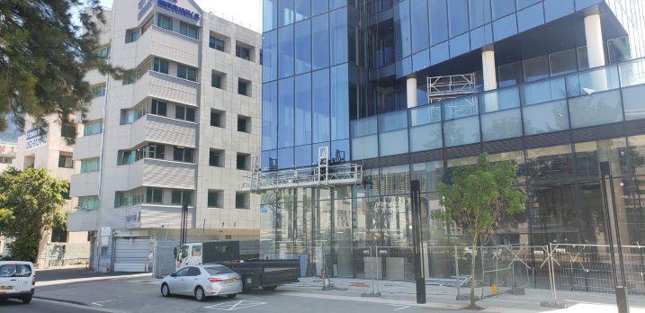"""397 מ""""ר משרד במעטפת בסזוק החדש ת""""א, הבנין מבחוץ"""