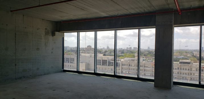 """397 מ""""ר משרד במעטפת בסזוק החדש ת""""א, חלונות גדולים"""