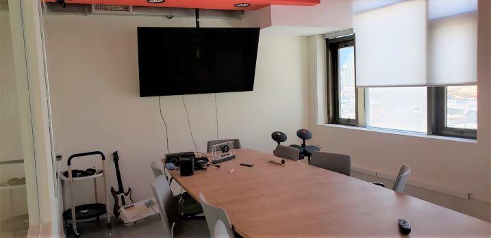 """200/300 מ""""ר משרד מיוחד להשכרה בשכונת מונטיפיורי, חדר ישיבות"""