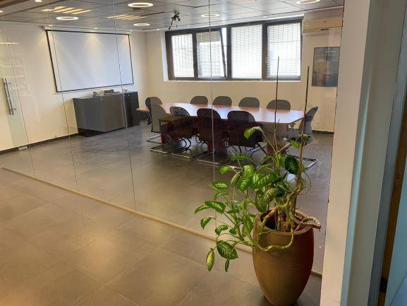 320 משרד מטופח בבני ברק, חדר ישיבות