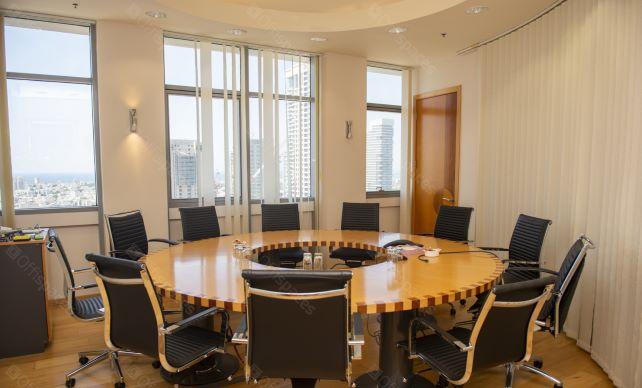 """340 מ""""ר משרד להשכרה בבית גיבור ספורט, חדר ישיבות"""