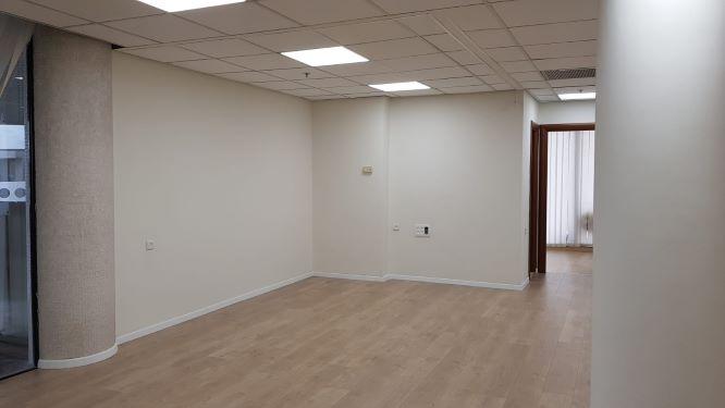 """101 מ""""ר משרד להשכרה בבית התעשיינים, חדר 1"""