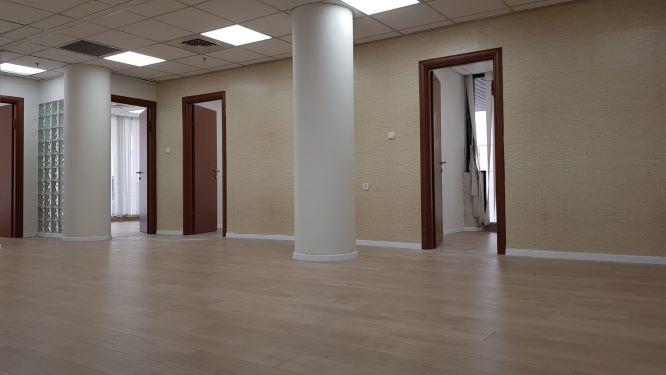 """101 מ""""ר משרד להשכרה בבית התעשיינים, 2 חדרים"""