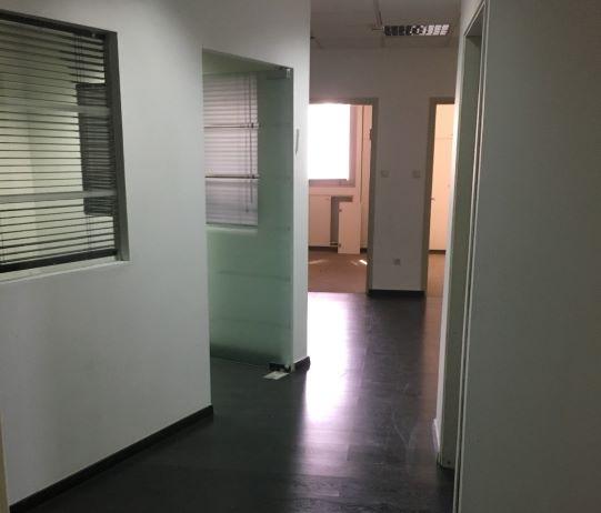 """257 מ""""ר משרד למכירה מטופח ומעוצב, מסדרון"""