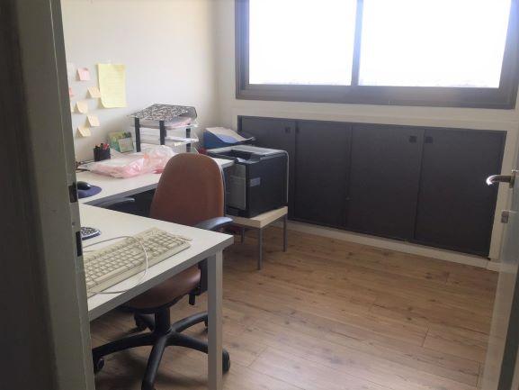 """120 מ""""ר משרד מטופח ומואר בקרמנצקי ת""""א, חדר עבודה"""