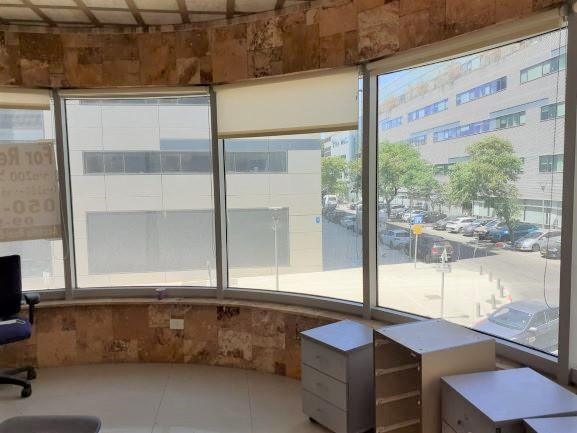 113 מר משרד מטופח בהרצליה פיתוח, מבט מהחלון