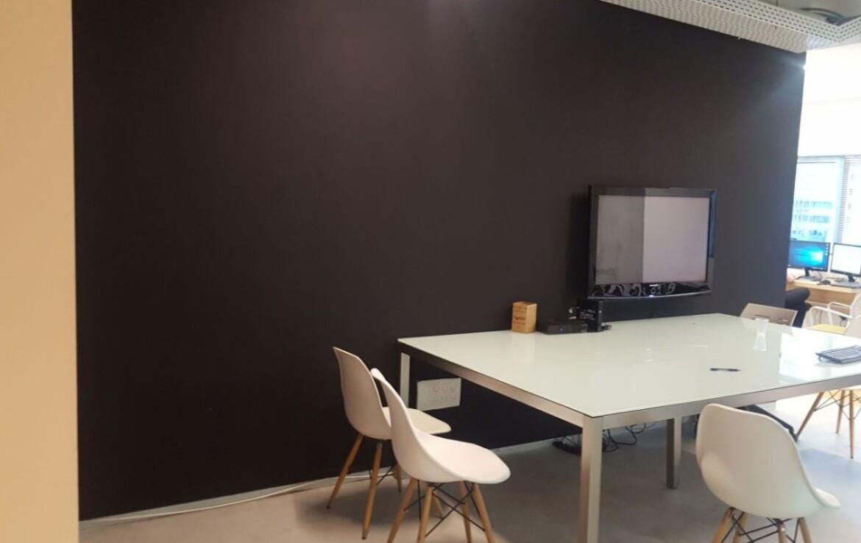 """95 מ""""ר משרד להשכרה על ציר יגאל אלון, חדר עבודה"""