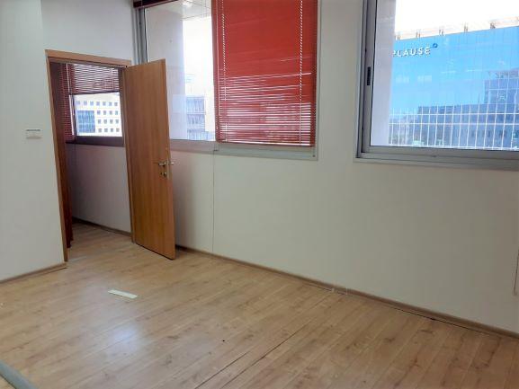 """120 מ""""ר משרד מפואר בסדנאות הרצליה, חדר עבודה"""