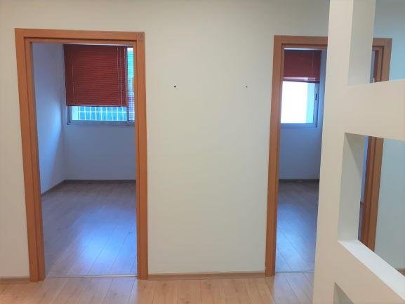 """120 מ""""ר משרד מפואר בסדנאות הרצליה, 2 חדרים"""