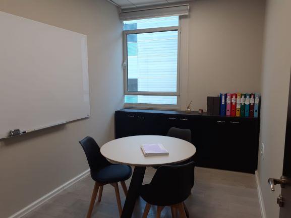 """125 מ""""ר משרדים מטופחים ביותר במוטה גור חדר עבודה 2"""