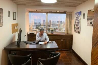 משרד קטן, מקסים בבית אמות ביטוח, חדר עבודה