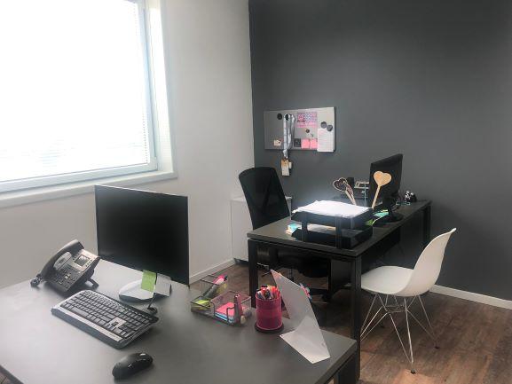"""230 מ""""ר משרד להשכרה בה.פיתוח, גימור מושלם, חדר עבודה"""