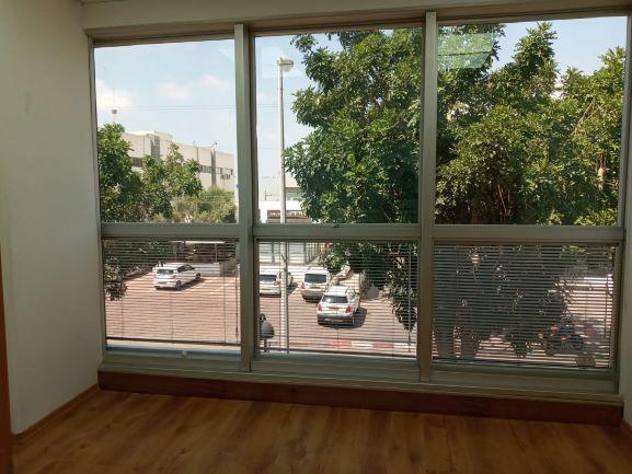 """133 מ""""ר משרד מטופח בגיבורי ישראל נתניה,חלונות ונוף"""