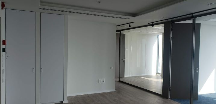"""460 ש""""ח משרדים חדשים להשכרה במגדל ספיר, מחיצות זכוכית"""