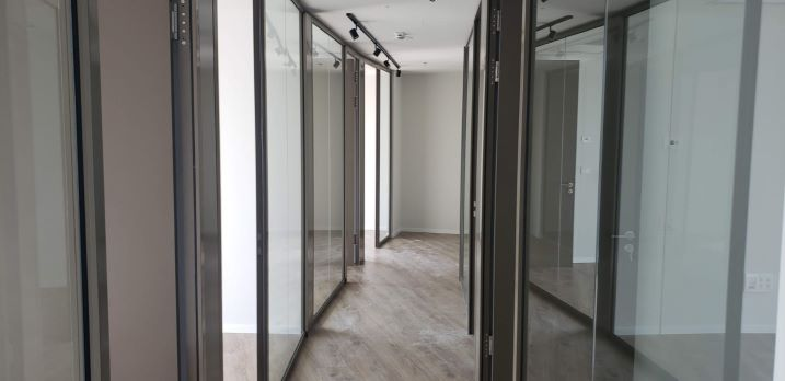 """460 ש""""ח משרדים חדשים להשכרה במגדל ספיר, מסדרון"""