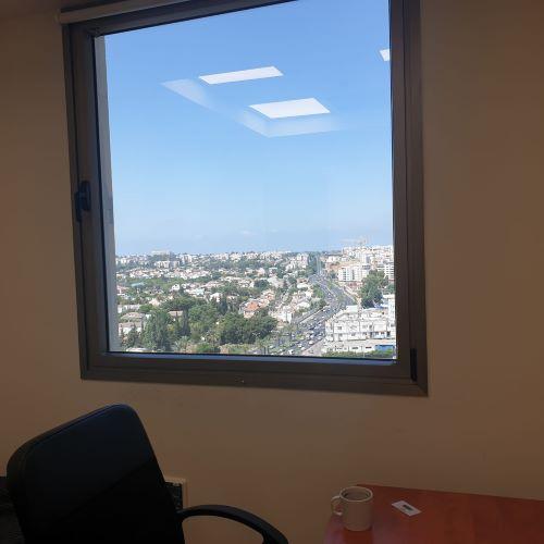 """157 מ""""ר משרד בגימור גבוה במגדל גבוה, חדר עם נוף"""