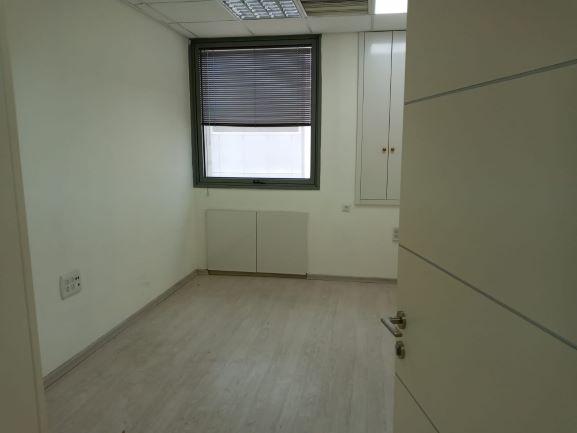 """135 מ""""ר משרד משופץ ויפה בברזל, חדר עבודה"""