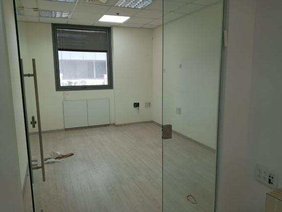 """135 מ""""ר משרד משופץ ויפה בברזל, חדר עבודה 2"""
