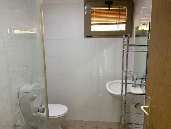 """67 מ""""ר משרד ליד הבימה, מקלחת ושירותים"""