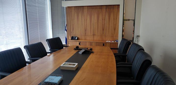 """555 מ""""ר משרד מפואר להשכרה על שד' רוטשילד, חדר ישיבות"""