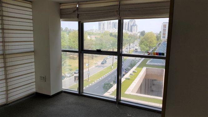 """270 מ""""ר משרד ייצוגי בולנברג, רמת החייל, חדר עם נוף"""