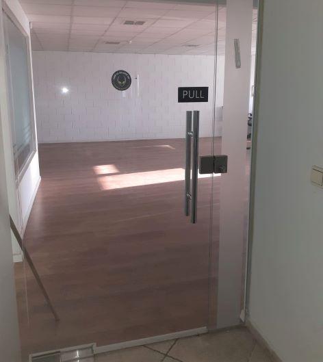 89 משרדים להשכרה בנחלת יצחק ליד הרכבת, כניסה