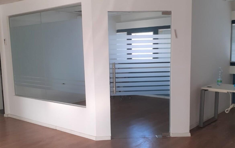 89 משרדים להשכרה בנחלת יצחק ליד הרכבת, חדר ישיבות
