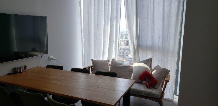 """331 מ""""ר משרד להשכרה במגדל אלון ק' גבוהה, חדר ישיבות קטן"""