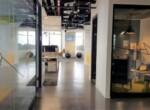 """750-1,500 מ""""ר משרדים במחיר מעולה, מסדרון וחדרי עבודה"""