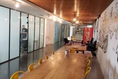 1025 משרד מפואר להשכרה ליד הרכבת, ניתן לחלוקה, חדר ישיבות